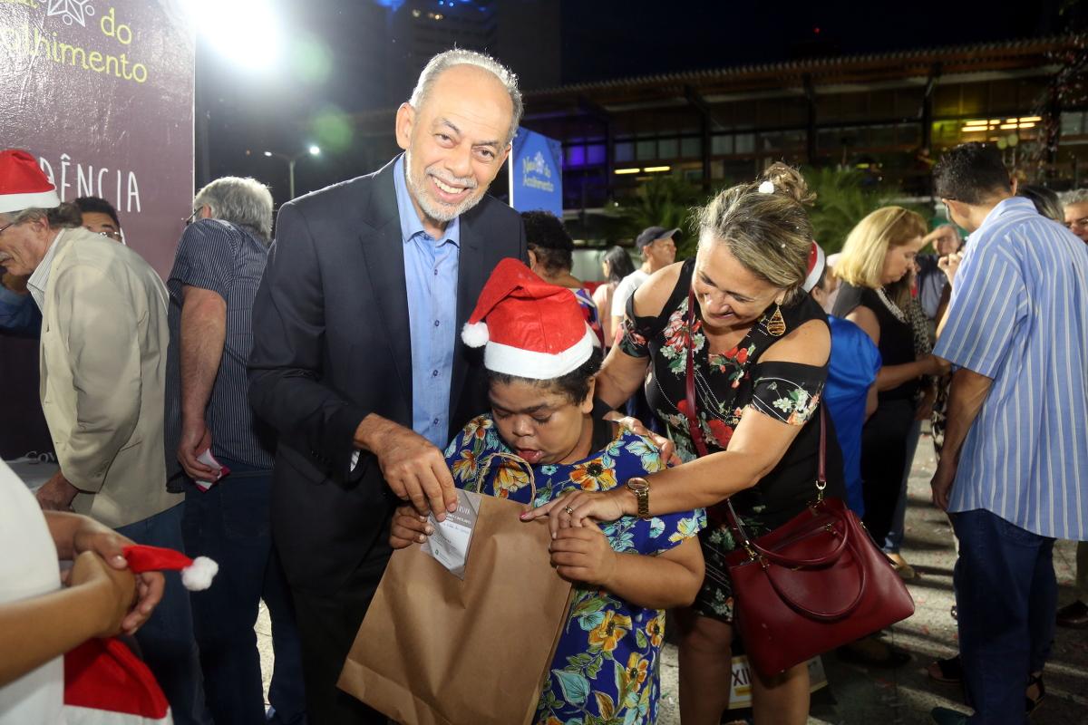 Natal do Acolhimento:Secretários e servidores apadrinham crianças de abrigos e instituições sociais