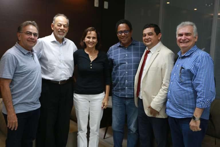 Izolda Cela apresenta modelo educacional cearense ao deputado Orlando Silva