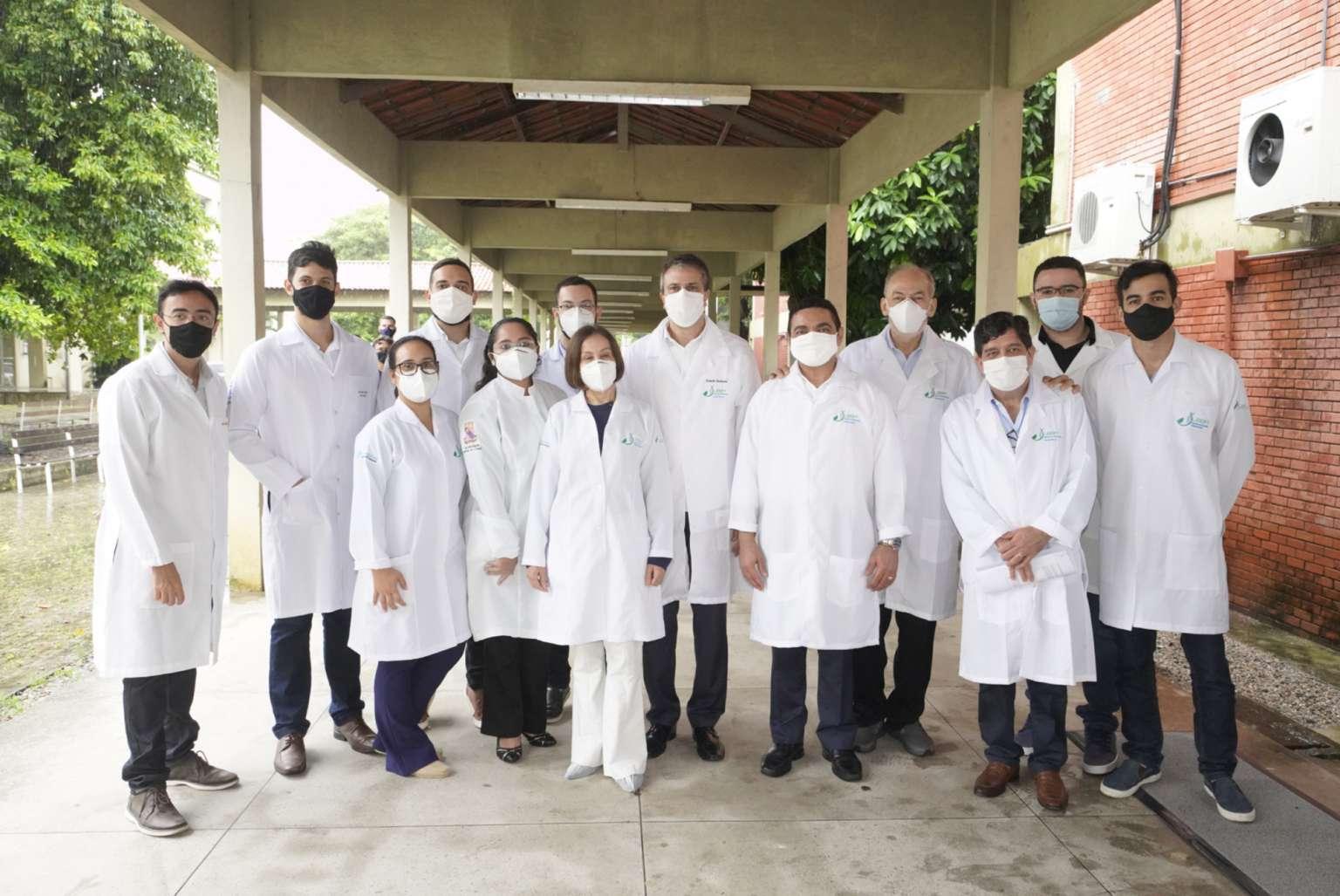 Governador visita laboratório da Uece que desenvolve vacina cearense contra Covid-19