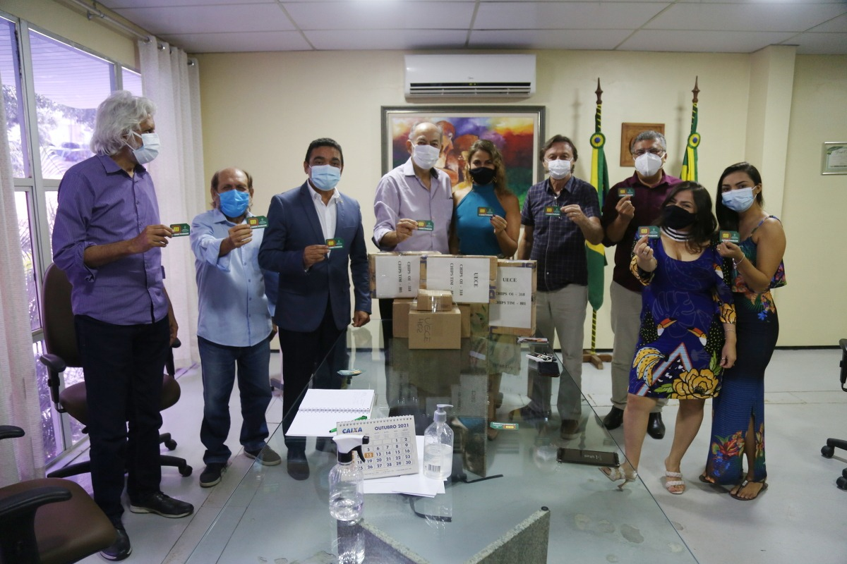 Secitece realiza entrega de novos chips de Internet destinados à Uece